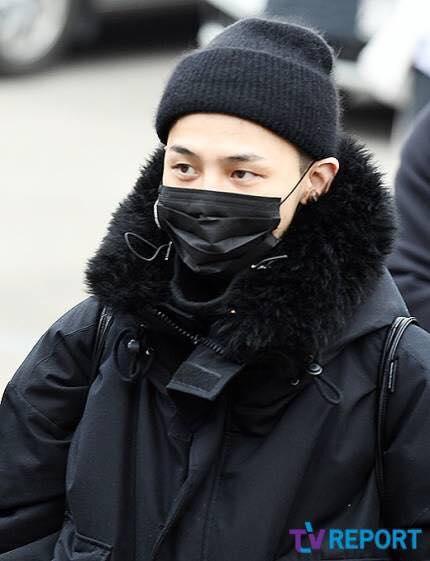 G-Dragon trùm kín từ đầu đến chân, chính thức nhập ngũ