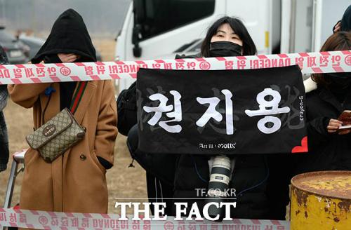 G-Dragon trùm kín từ đầu đến chân, chính thức nhập ngũ - 5