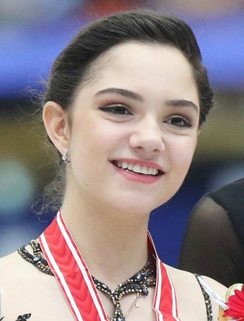 10 nữ VĐV trượt băng nghệ thuật sở hữu nhan sắc và tài năng nổi bật nhất thế giới - 2