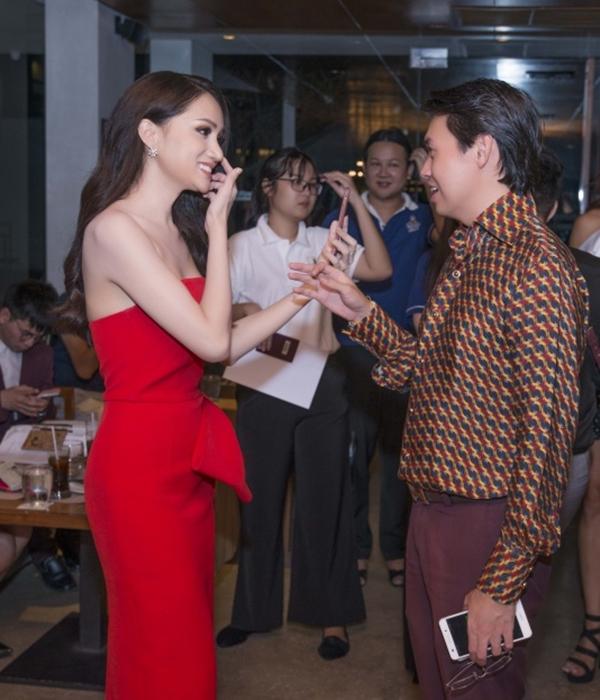 Hương Giang đọ sắc vóc với Hoa hậu chuyển giới Thái Lan - 1