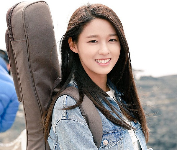 Được đánh giá cô gái trong mơ của rất nhiều người đàn ông Hàn Quốc, nữ ca sĩ thần tượng Seol Hyun (AOA) sở hữu gương mặt xinh đẹp, thân hình nóng bỏng, hàm răng đẹp và nụ cười hớp hồn người đối diện.