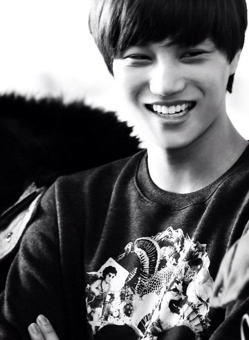 Ngọt ngào nhưng cũng rất quyến rũ là những điều có thể nói về nụ cười của Kai (EXO). Anh chàng thường xuyên tự tin khoe răng khi cười.