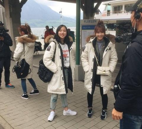 2 nữ thần tượng Kpop mặt rõ xinh nhưng dáng đi 2 hàng - 5