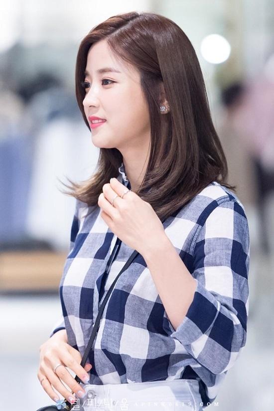 Cho Rong là trưởng nhóm Apink và là rapper chính của nhóm.Cô nàng sinh ngày 3/3/1991.