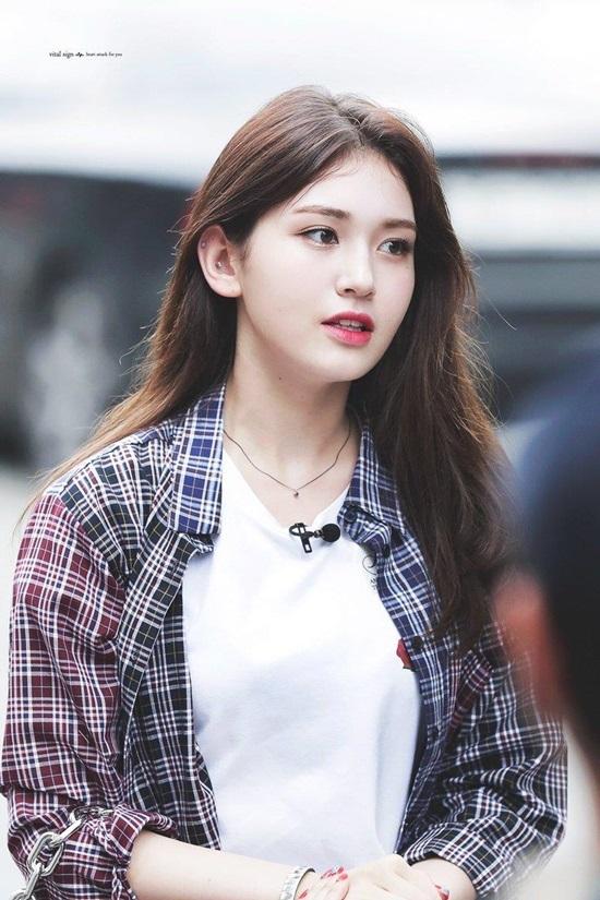 Bông hồng lai Jeon So Mi sinh ngày 9/3/2001.