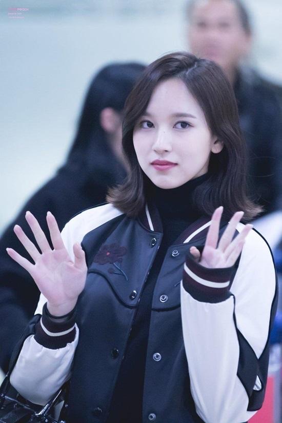 Mina (TWICE) vừa xinh đẹp, giàu có lại tài năng, nên được gọi là công chúa thời hiện đại. Cô nàng sinh ngày 24/3/1997.