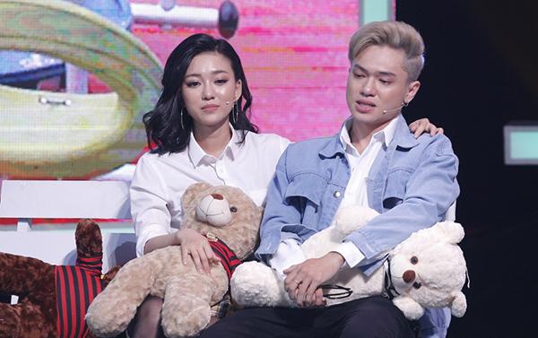 Bảo Kun bật khóc trên sân khấu hẹn hò.