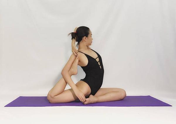 Sao Việt khoe dáng không mỡ thừa với những tư thế yoga đỉnh như làm xiếc - 5