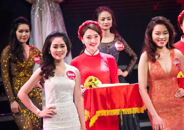 3 girl xinh bỗng dưng nổi tiếng sau một khoảnh khắc