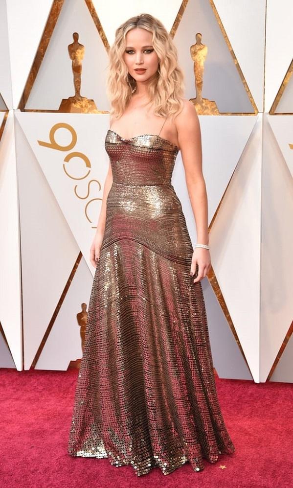 Jennifer Lawrence đẹp lộng lẫy và sắc sảo.