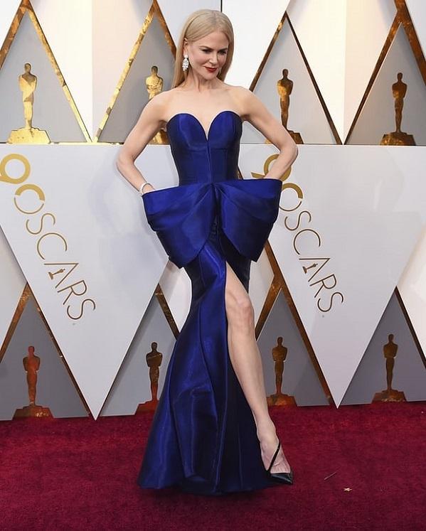 Nicole Kidman chứng minh đẳng cấp gừng càng già càng cay khi diện đầm xanh coban khoe vẻ đẹp mặn mà ở độ tuổi ngũ tuần.