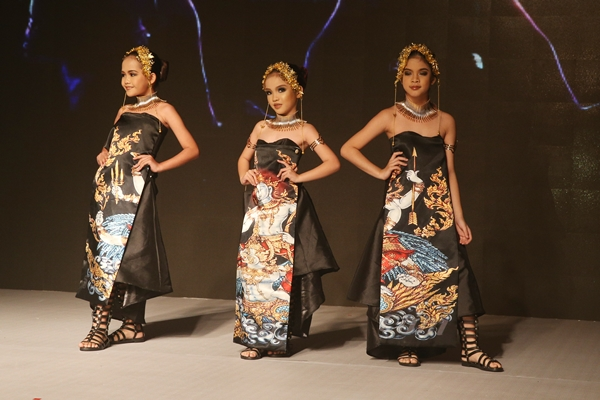 Những mẫu thiết kế của các NTK châu Á tại sự kiện - 5