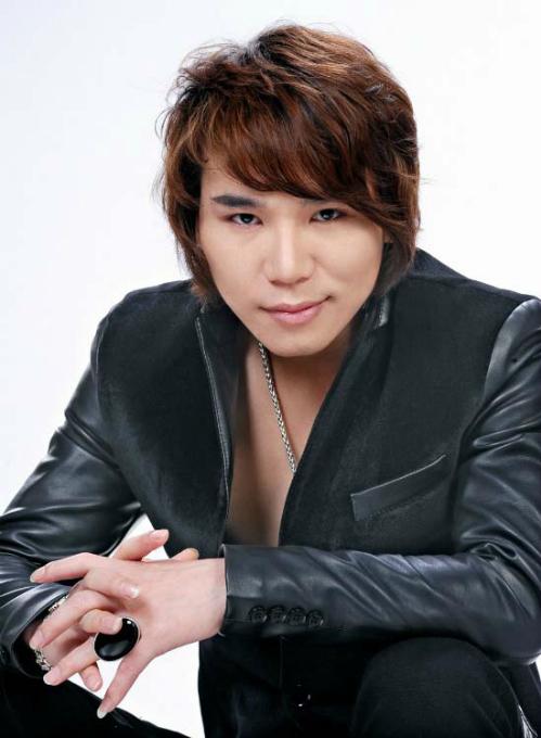 Ca sĩ Châu Nhật Cường.