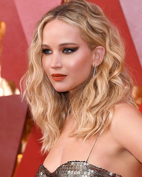 Chuyên gia trang điểm gốc Việt đứng sau diện mạo long lanh của Jennifer Lawrence ở Oscar - 1