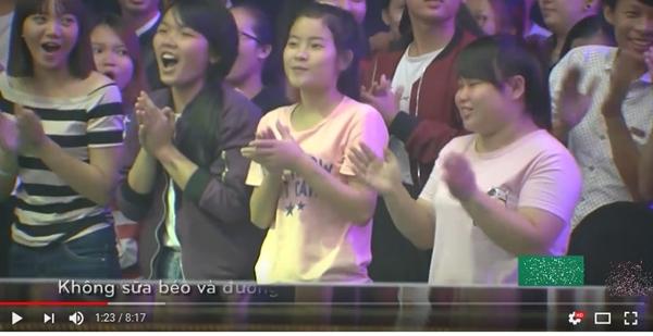 Hình ảnh khán giả cổ vũ trong clip dự thi của