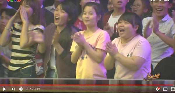 Hình ảnh khán giả cổ vũ trong clip của Phạm Hồng Phước.