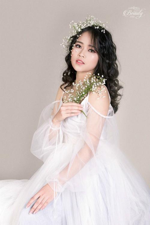 Vượt qua nhiều thí sinh tài năng, Nguyễn Thị Cẩm Nhung (20 tuổi) trở thành thí sinh được yêu thíchnhất Press Beauty 2018. Nhung hiện đang là sinh viên lớpVăn hóa phát triển k36
