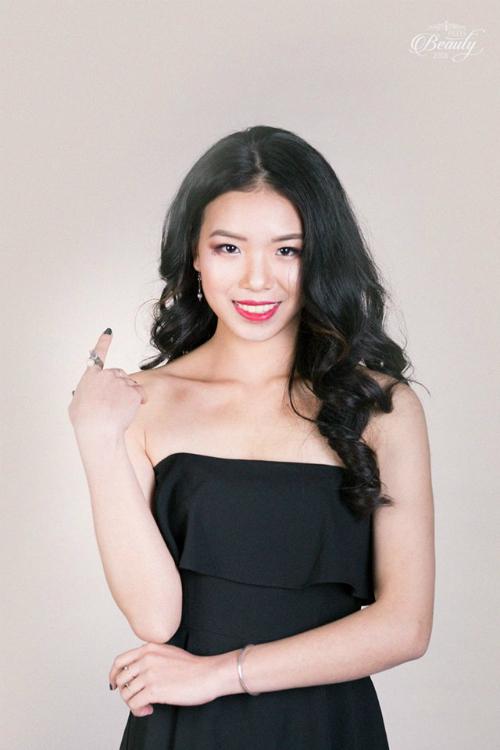 Đinh Ngọc Huyền (20 tuổi), hiện đang là sinh viên lớp Báo chí k36.4. Huyền ước mơ trở thànhmột nhà báo, nhà truyền thông trong tương lai
