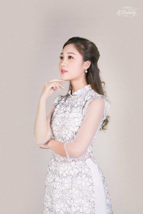 Hoàng Thị Tú Uyên (20 tuổi), sinh viên lớpXã hội học k36. Tú Uyên mơ ước sau này sẽ trở thành một biên tập viên truyền hình