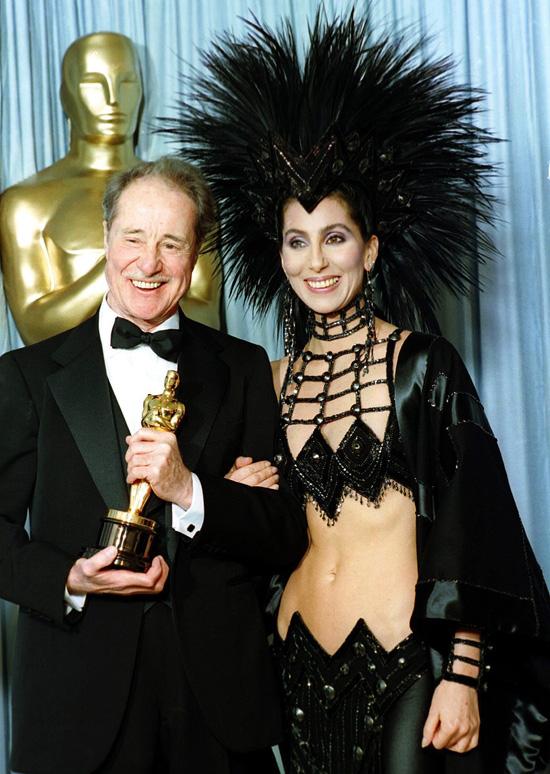 Những bộ váy hở hang gây sốc nhất lịch sử giải Oscar - 1