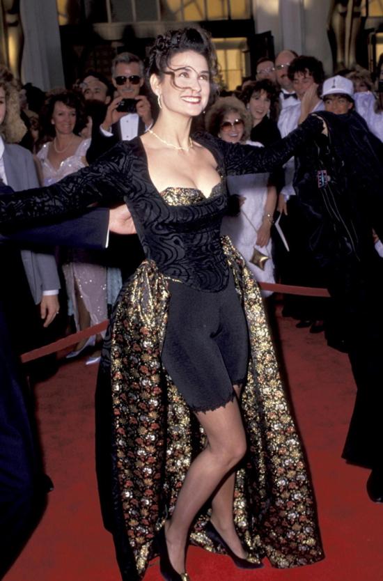 Những bộ váy hở hang gây sốc nhất lịch sử giải Oscar - 2