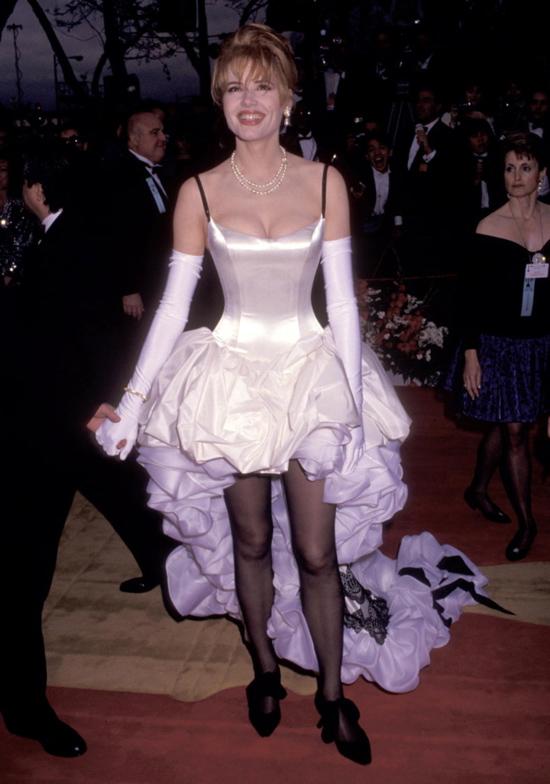 Những bộ váy hở hang gây sốc nhất lịch sử giải Oscar - 3