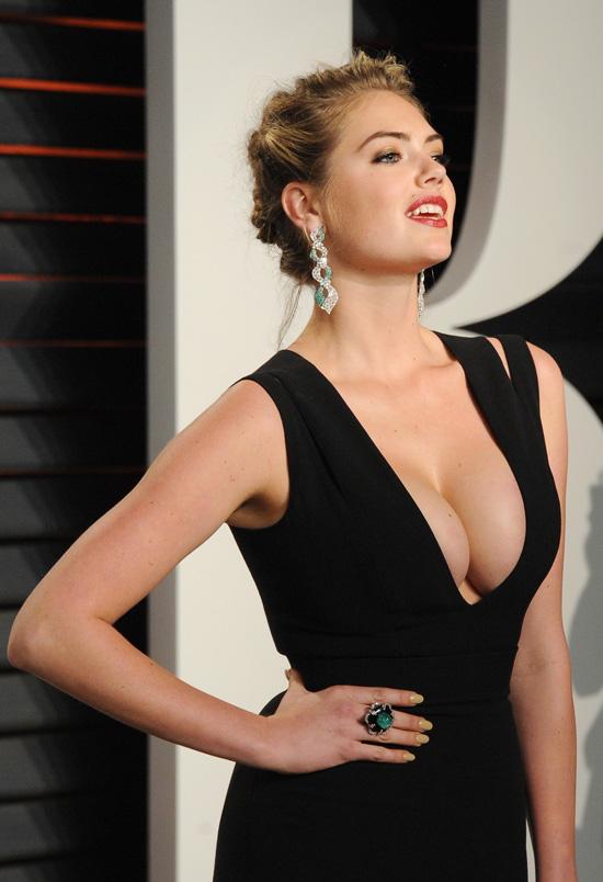 Những bộ váy hở hang gây sốc nhất lịch sử giải Oscar - 8