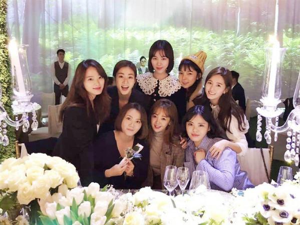 Dàn diễn viên Sunny hội tụ trong đám cưới Min Hyo Rin - Tae Yang.