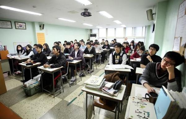 Hiện thực khắc nghiệt của cuộc sống học đường ở Hàn Quốc - 1