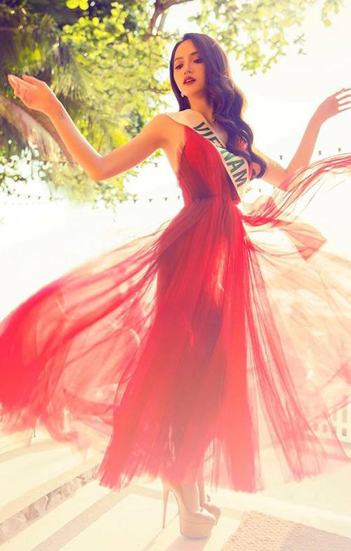 Hương Giang diện toàn đồ thiết kế trong nước vẫn đẳng cấp ở Hoa hậu chuyển giới