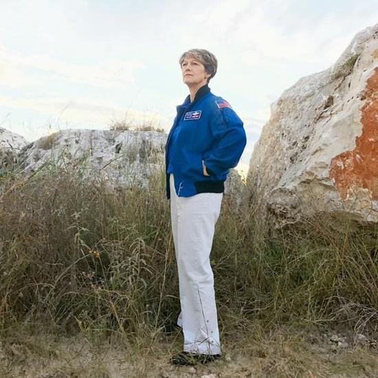 Eileen Collins - Người phụ nữ đầu tiên chỉ huy một tàu con thoi.