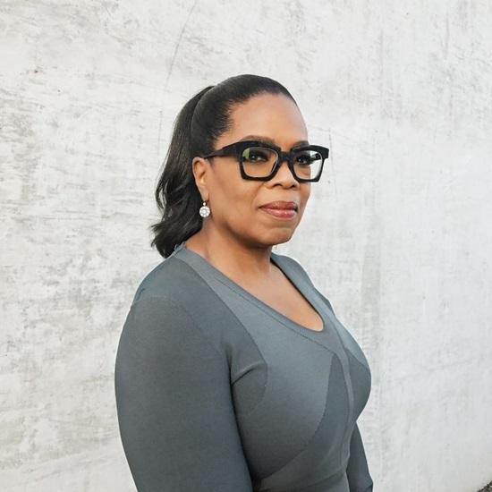Oprah Winfrey - Người phụ nữ đầu tiên sở hữu và sản xuất chương trình Talk Show củariêngmình trên nước Mỹ.