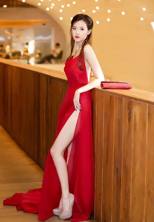 Chiếc váy hot nhất Vbiz được hàng loạt mỹ nhân mê tít - 1