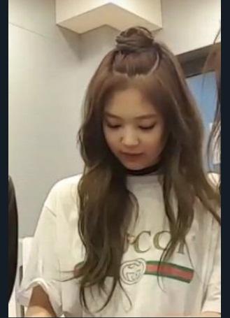 Những style buộc tóc vừa cute, vừa ngầu của Jennie (Black Pink) - 7