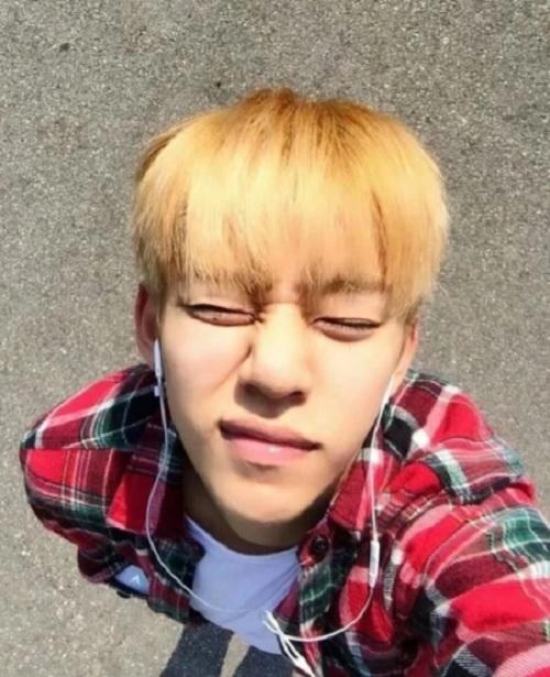 Các idol nam Kpop làm fan phiền lòng vì thói quen hút thuốc - 4
