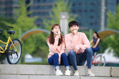 Lee Jong Suk và Han Hyo Joo nhiều lần được các fan ủng hộ yêu nhau thực ở ngoài đời.