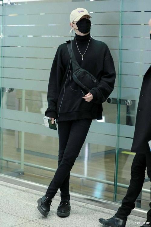Loạt idol Hàn thể hiện phong cách với chiếc túi hot nhất - 1
