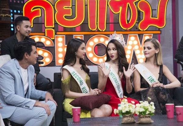 Phản ứng của Hương Giang khi bị hỏi mua giải trên truyền hình - 4