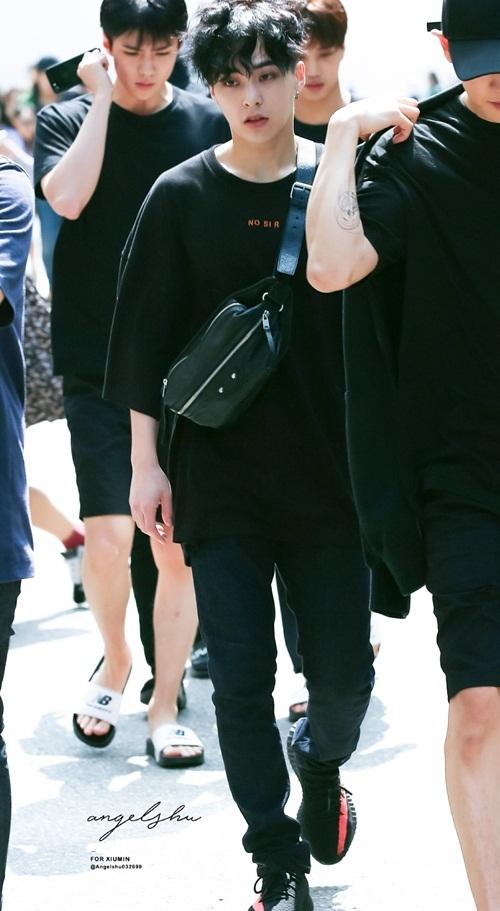 Loạt idol Hàn thể hiện phong cách với chiếc túi hot nhất - 2
