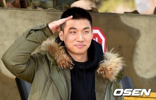 Dae Sung tự tin lộ mặt mộc, không cần che chắn trong ngày nhập ngũ - 1