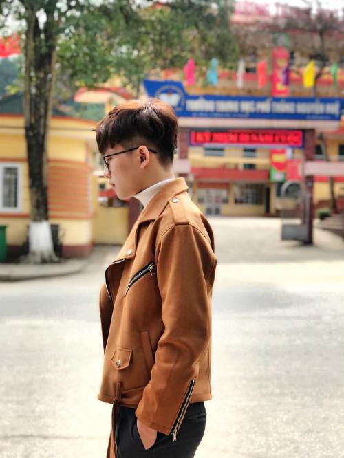 Trên trang cá nhân, Tuấn Ngọcthường xuyên chia sẻ những ca khúc do chính mình sáng tác và thể hiện.
