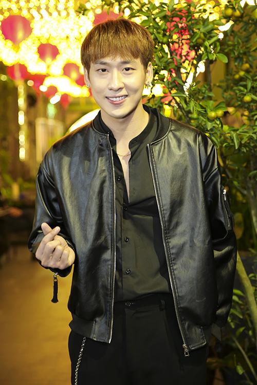 Hari Won gợi cảm cạnh người tình màn ảnh kém tuổi - 4