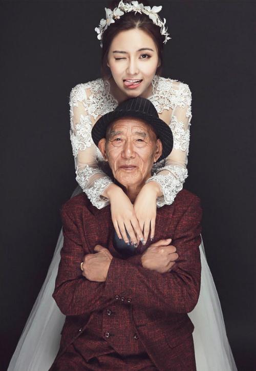 Bộ ảnh là món quà lãng mạn, đầy ý nghĩa mà Fu Xuewei dành tặng cho ông nội mình.
