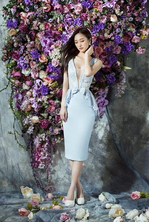 Jun Vũ diện trang phục xuyên thấu gợi cảm sau dao kéo vòng một