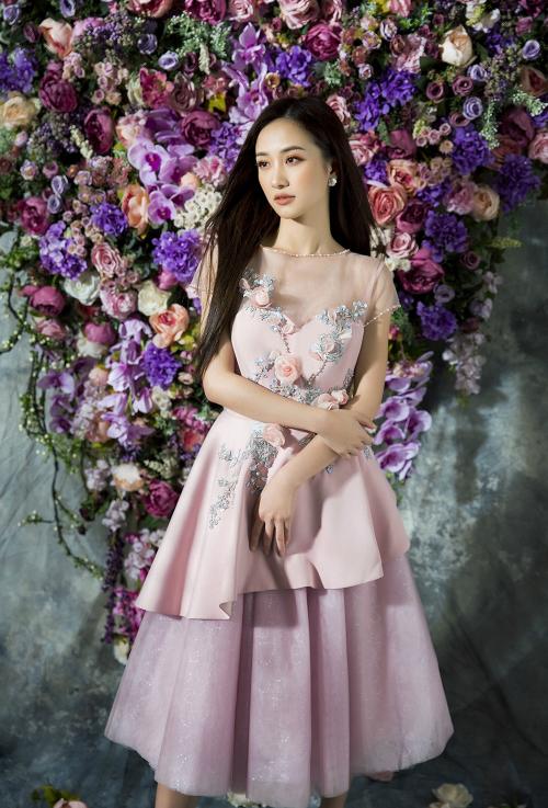 Jun Vũ diện trang phục xuyên thấu gợi cảm sau dao kéo vòng một - 2