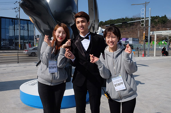 Văn Mai Hương, Bình An được fan Hàn xin chữ ký khi dự fan meeting Lee Dong Wook - 3