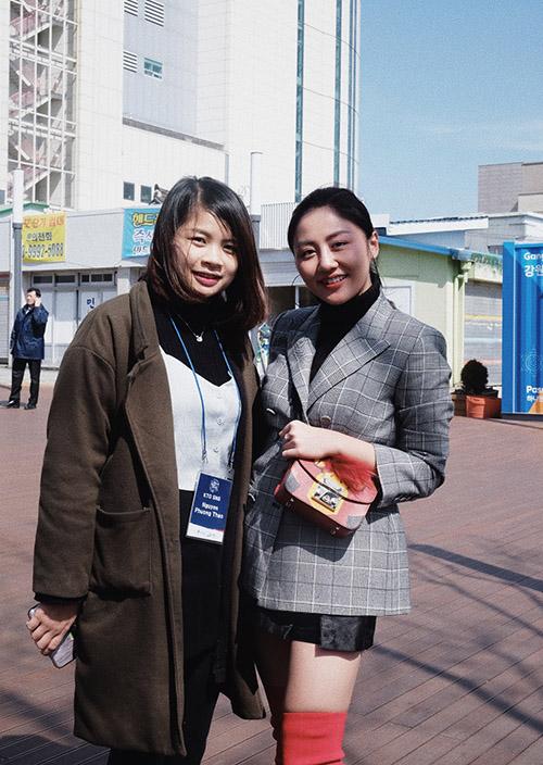 Văn Mai Hương, Bình An được fan Hàn xin chữ ký khi dự fan meeting Lee Dong Wook - 4