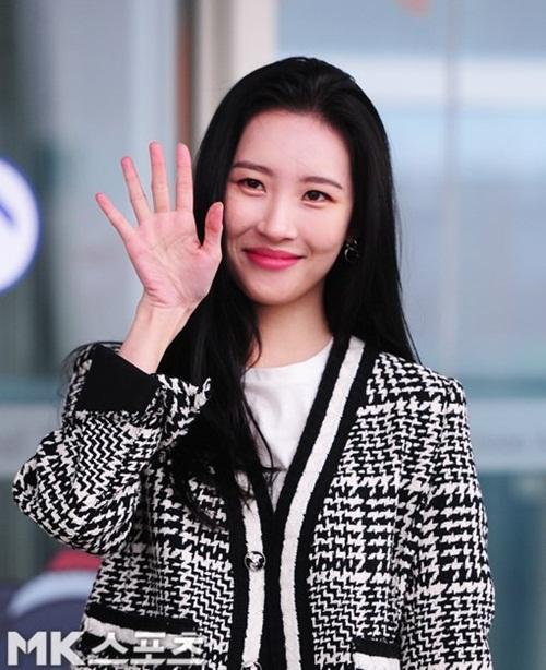 Sun Mi gặp sự cố hài hước, Krystal và Seul Gi đọ style girl crush - 1