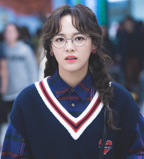3 idol nữ đeo kính là toát lên thần thái của girl crush - 2