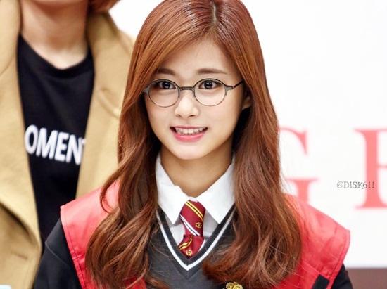 3 idol nữ đeo kính là toát lên thần thái của girl crush - 6